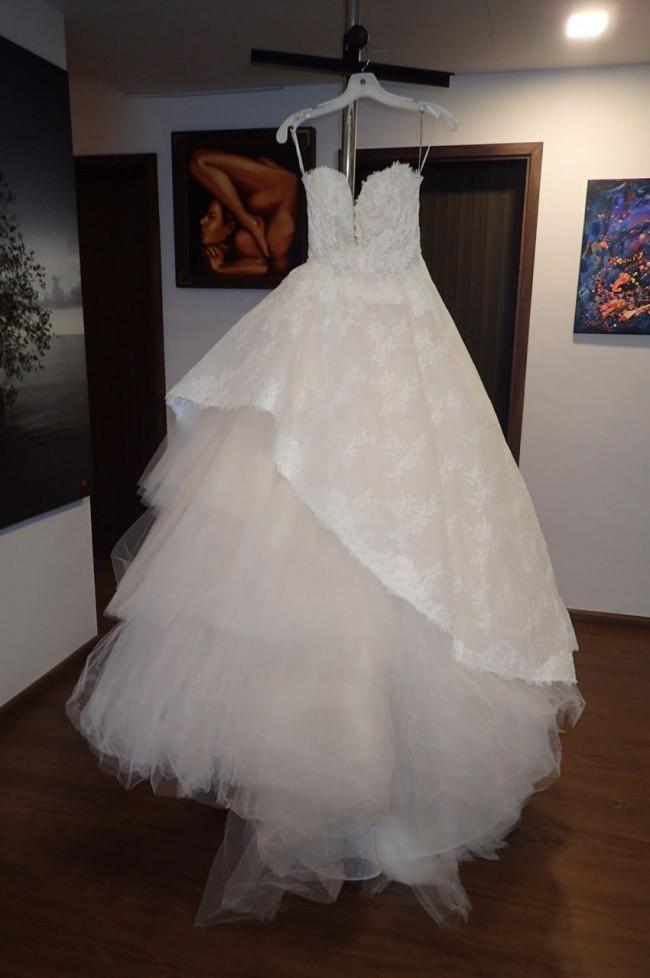 Monique Lhuillier GETTY - New Wedding Dresses - Stillwhite