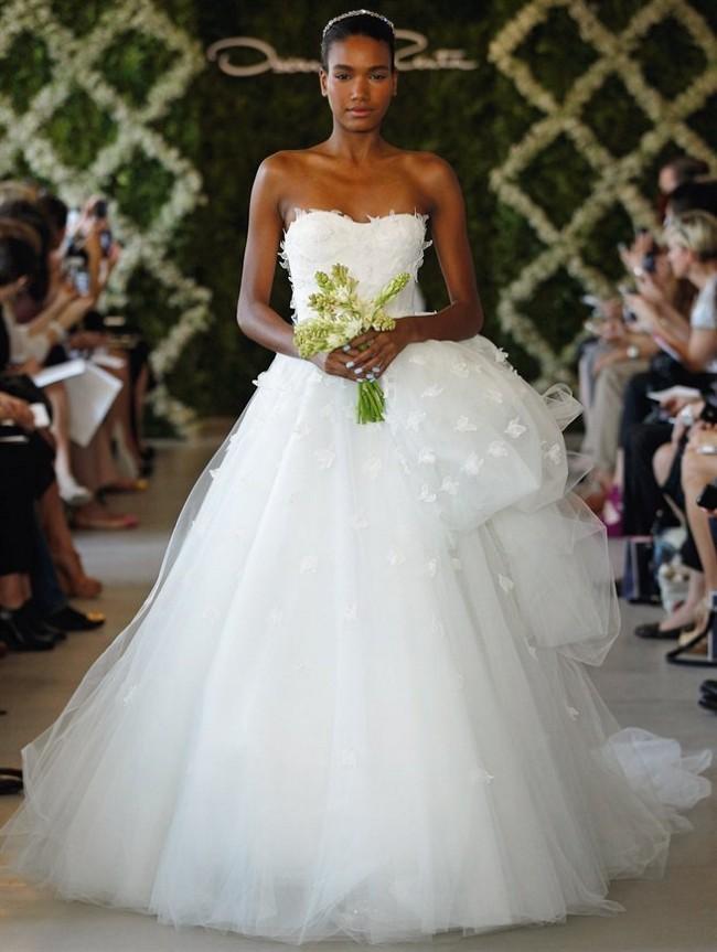 Oscar de la Renta Preowned Wedding Dress on Sale 60% Off - Stillwhite