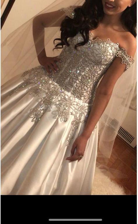 Ball Gown Used Wedding Dress on Sale 37% Off - Stillwhite