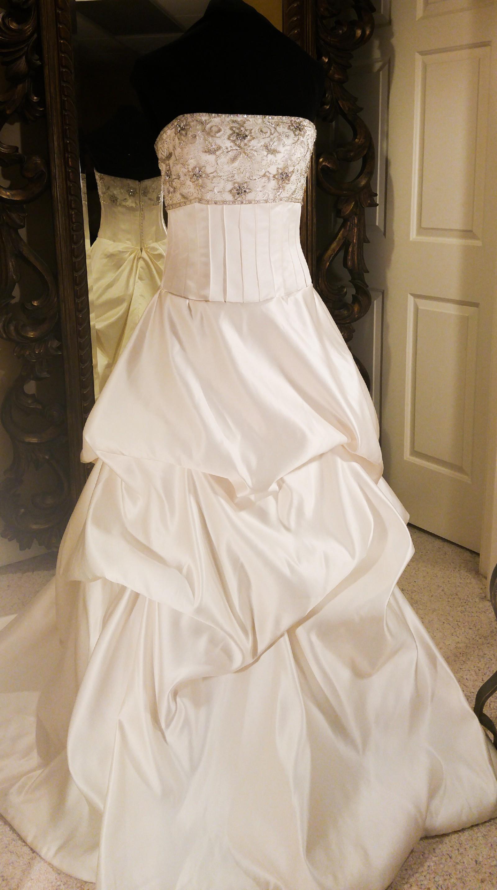 Sonia Cholette Wedding Dress on Sale 57% f