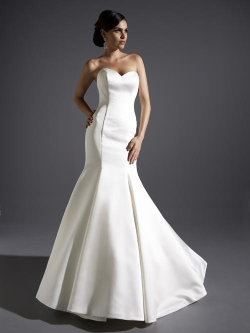 Private collection 18816 sample wedding dress on sale for Do dry cleaners steam wedding dresses