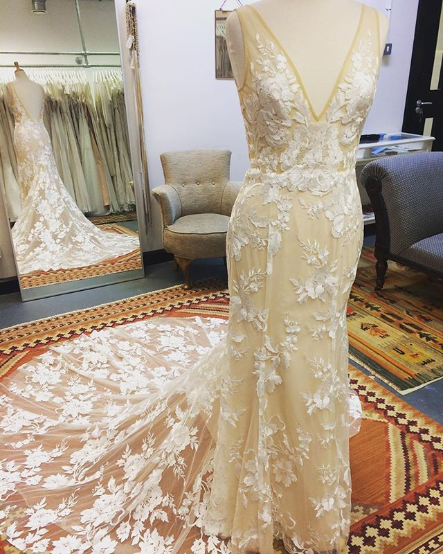 Made With Love Stevie Sample Wedding Dress On Sale 20 Off