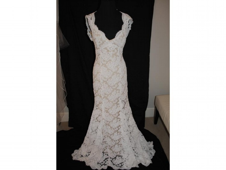 Monique lhuillier scarlet second hand wedding dress on sale for Second hand wedding dresses san diego