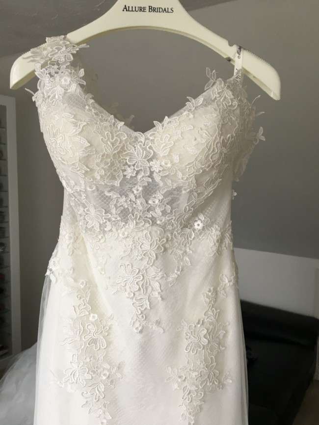Allure Bridals, Mystery feel