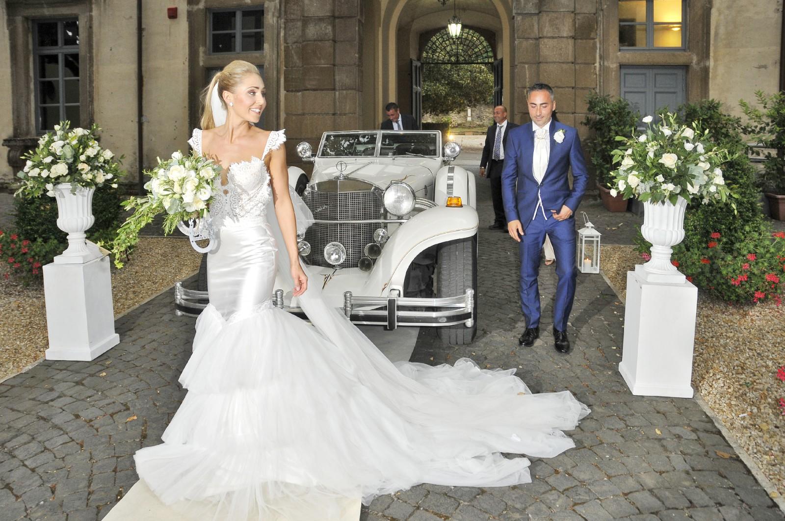 Zahavit tshuba megan 2015 second hand wedding dress on for Second hand wedding dresses for sale