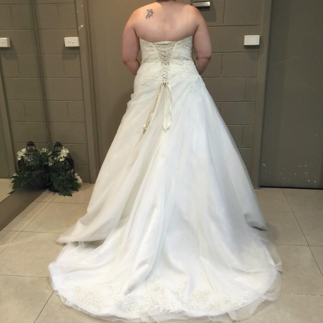 Stella york 5878 sample wedding dress on sale 83 off for Off the rack wedding dresses melbourne