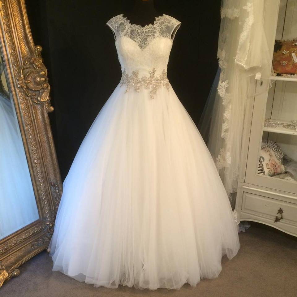 ef8df1110b21c Allure Bridals 9022 Sample Wedding Dress on Sale 55% Off ...