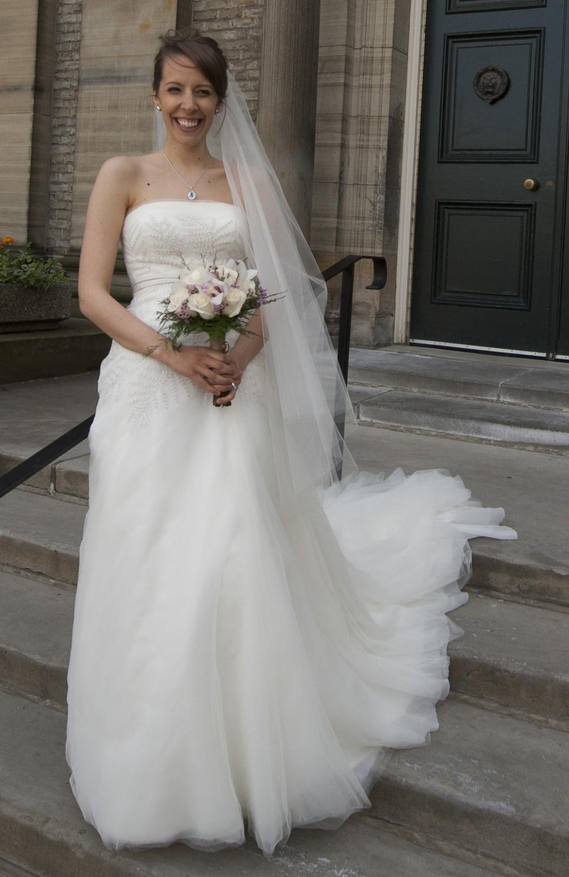 Vera wang second hand wedding dress on sale 50 off for Second hand vera wang wedding dress
