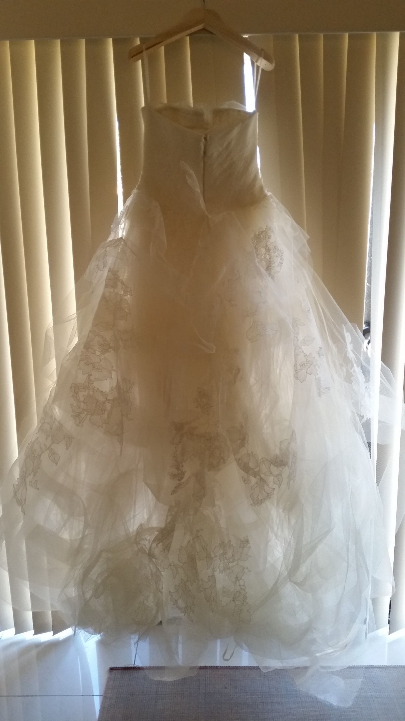 Vera wang helena second hand wedding dress on sale 78 off for Second hand vera wang wedding dress