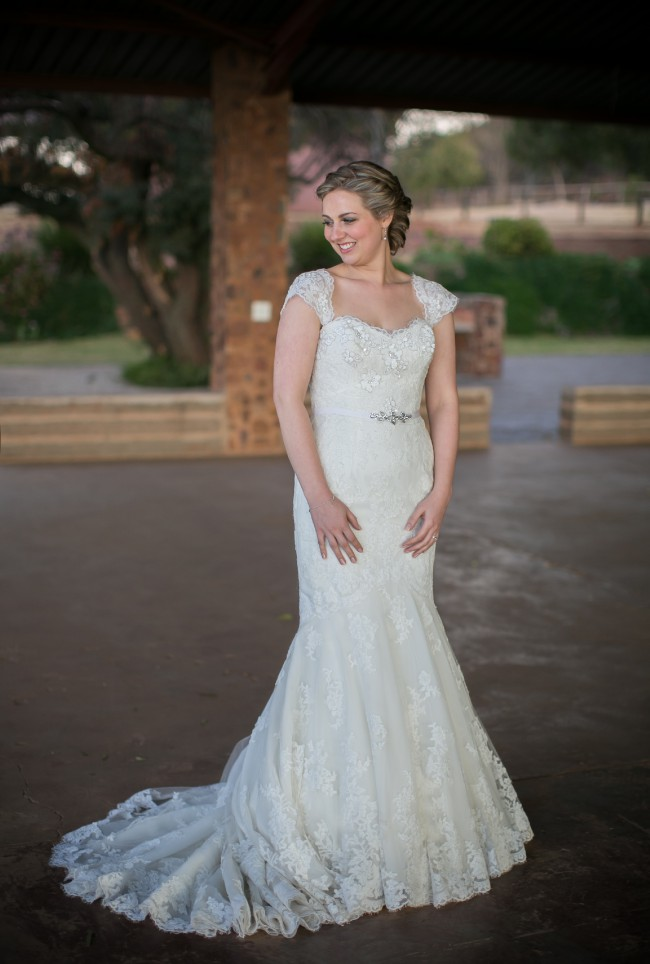 enzoani blue range style fiji second hand wedding dress