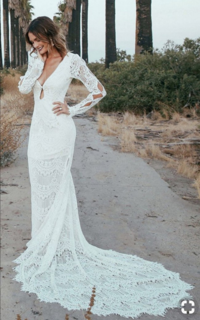 Daughters Of Simone Abbott Second Hand Wedding Dress on Sale 29% Off