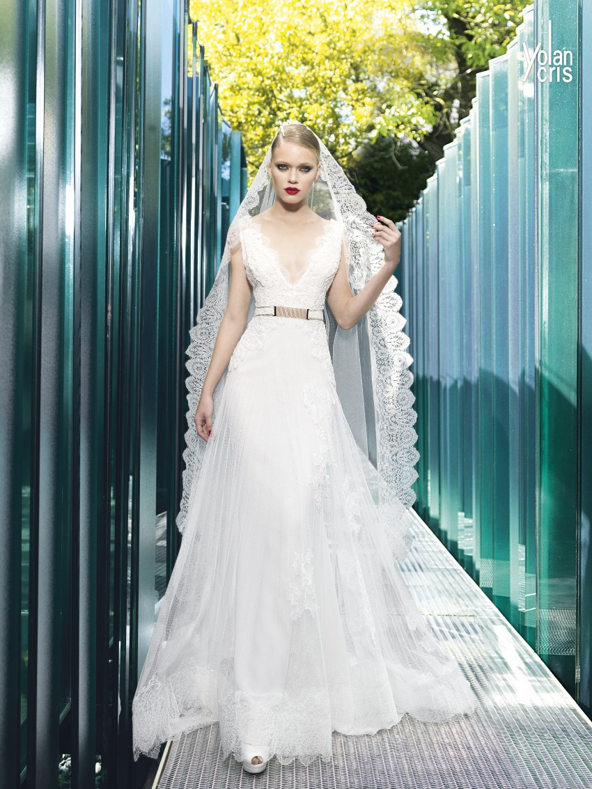 Yolan cris aris pre owned wedding dress on sale 34 off for Once owned wedding dresses