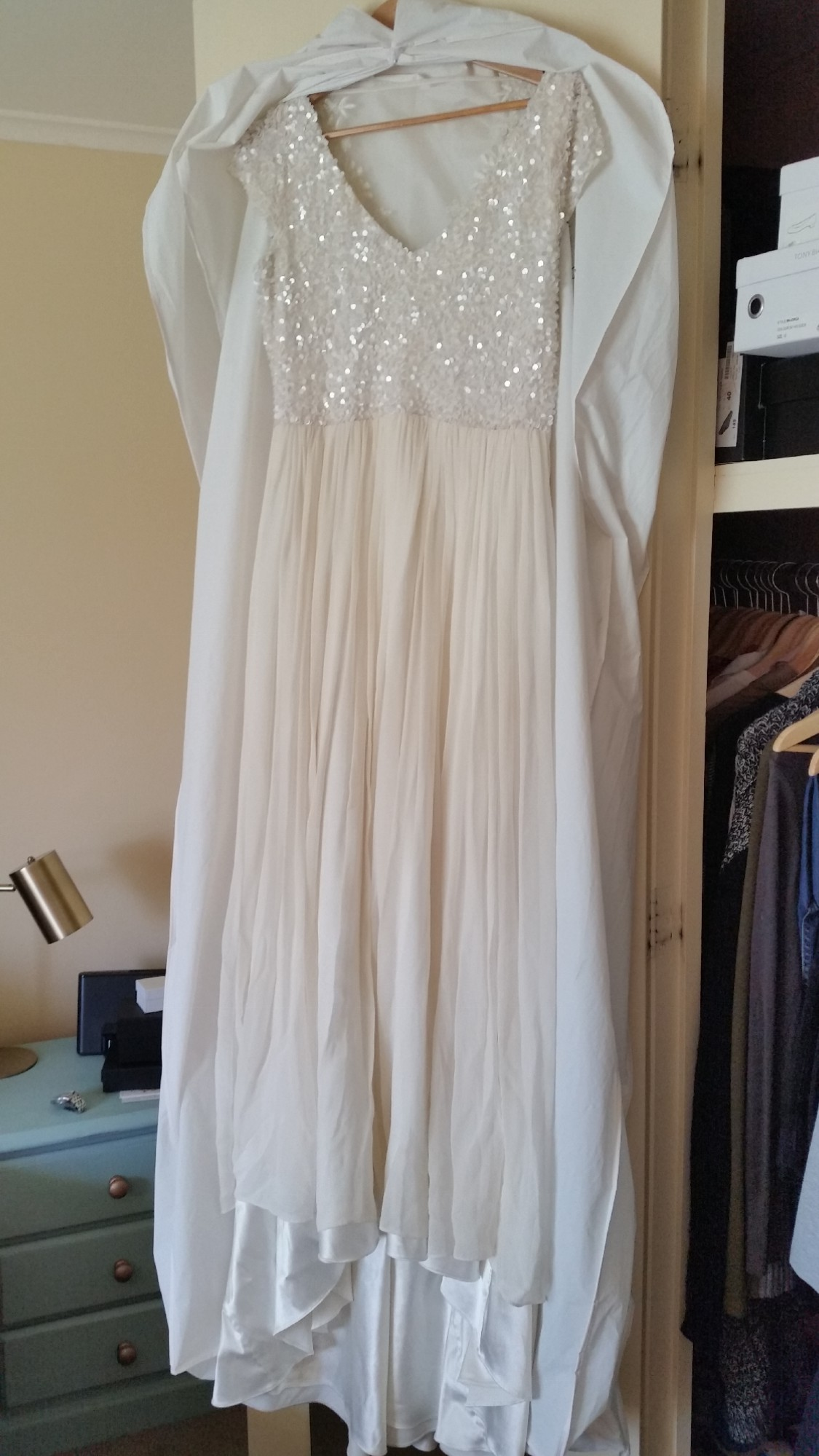 Karen willis holmes kayla second hand wedding dress on sale for Second hand wedding dresses for sale