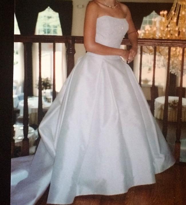 Vera wang ziboline gown second hand wedding dress on sale for Second hand vera wang wedding dress