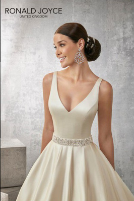 Ronald joyce alison sample wedding dresses stillwhite for Ronald joyce wedding dresses prices
