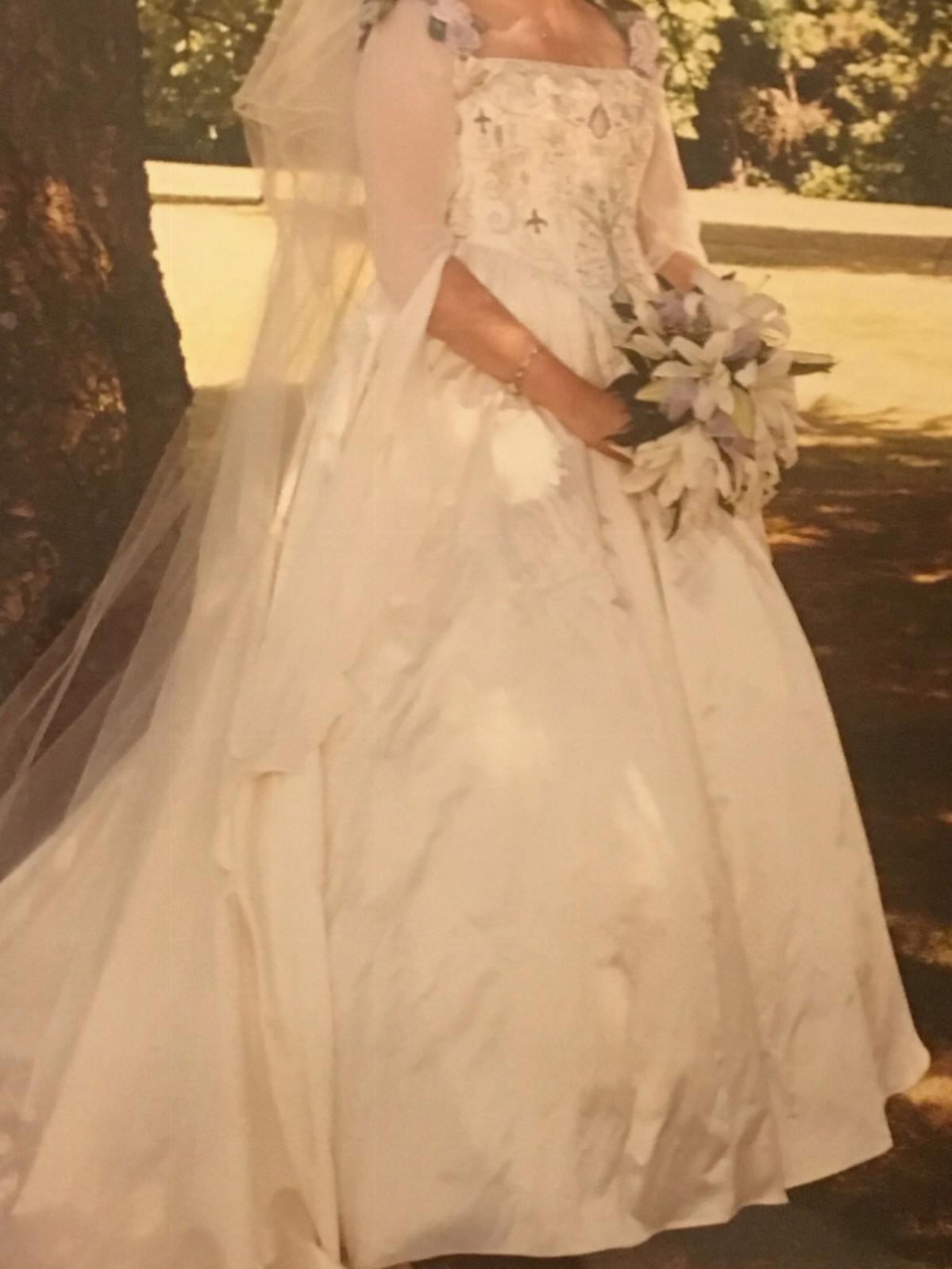 Nicki hill custom made second hand wedding dress on sale for Second hand wedding dresses san diego