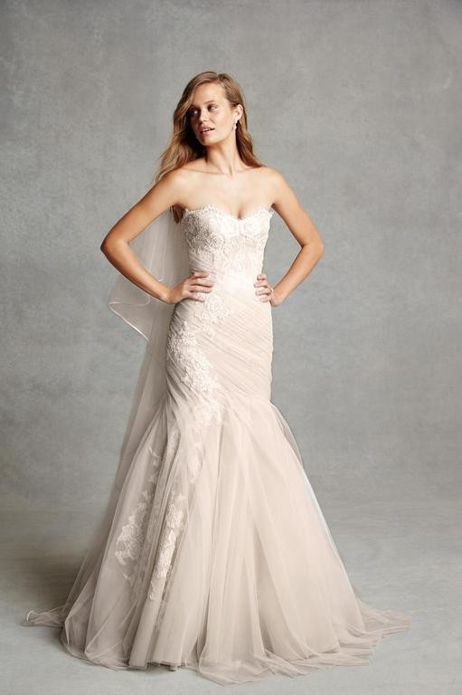 Monique Lhuillier Bliss 1516 Second-Hand Wedding Dress on Sale 53% Off