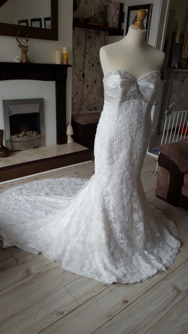 Maggie Sottero Evelyn Pre-Owned Wedding Dress on Sale 84% Off