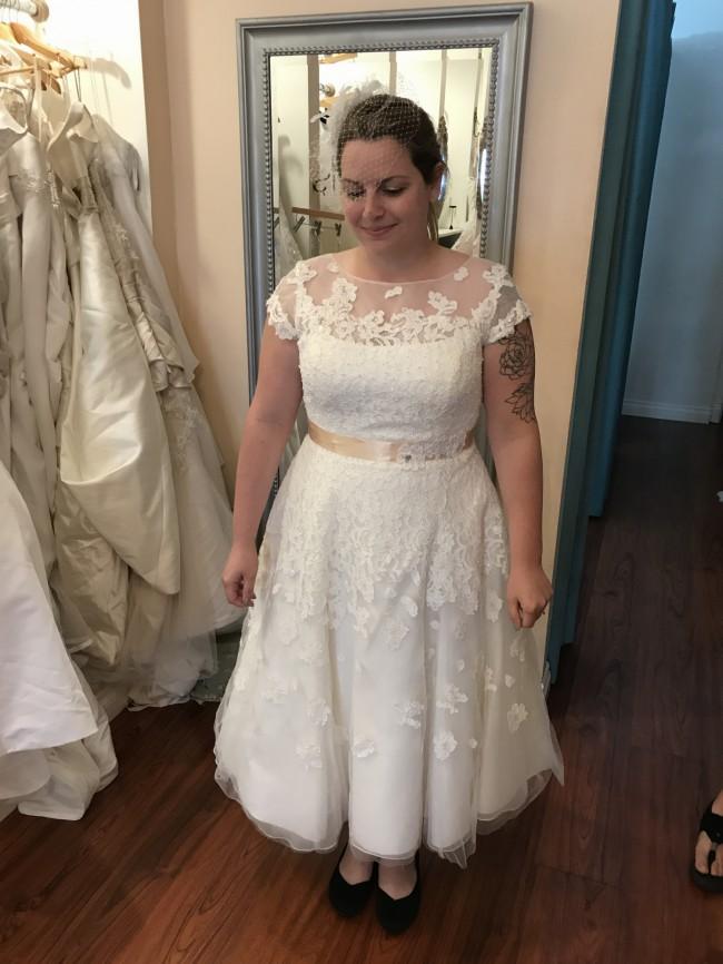 Oleg Cassini Cmk513 Used Wedding Dress On Sale 60 Off Stillwhite