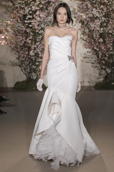 Oscar de la renta 33e62 used wedding dresses stillwhite for Oscar de la renta wedding dress prices