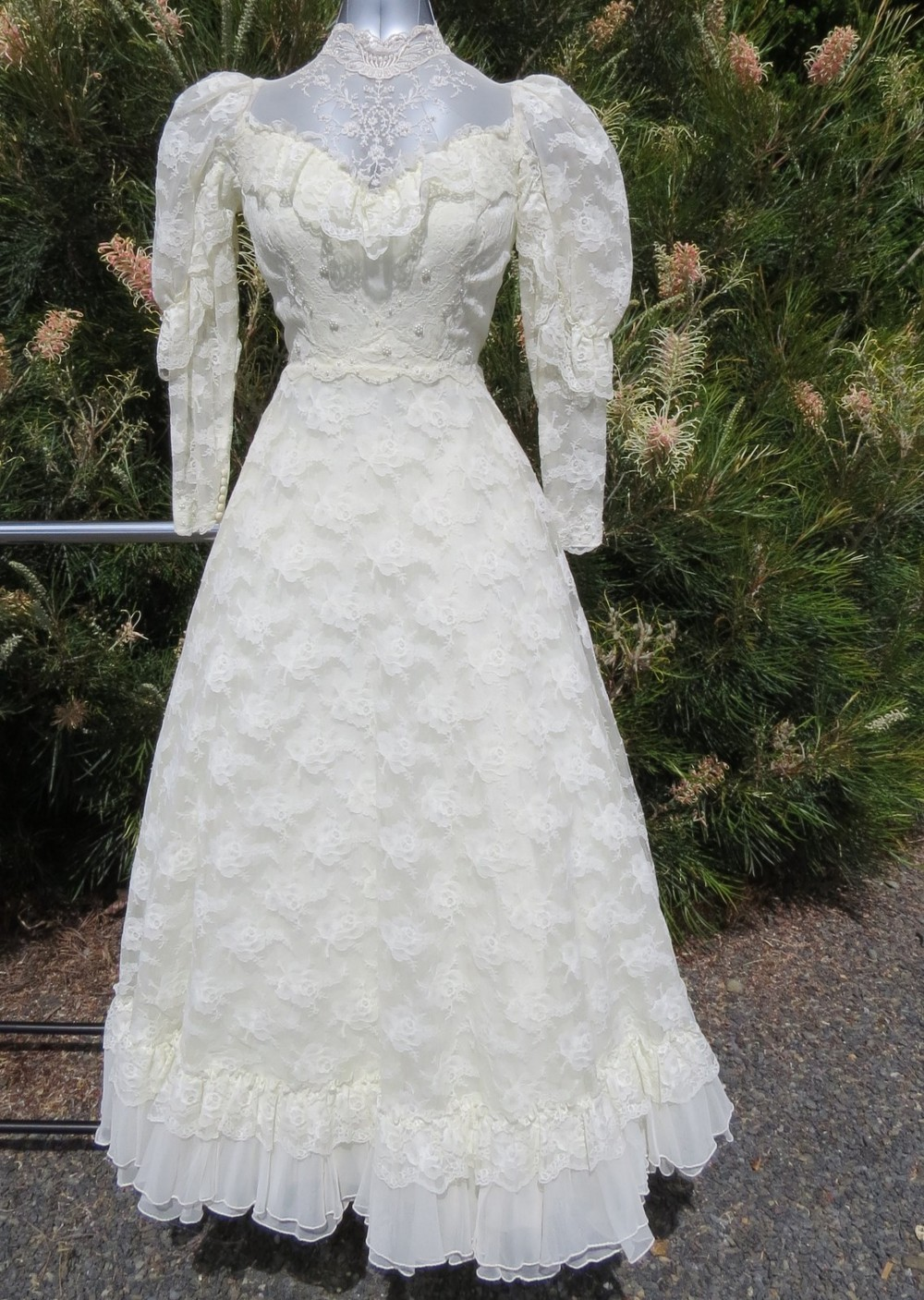 Ball gown second hand wedding dress on sale for Second hand wedding dresses for sale