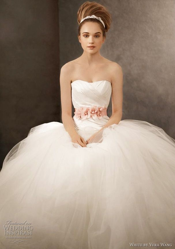Vera wang used wedding dress on sale 83 off vera wang ball gown junglespirit Images