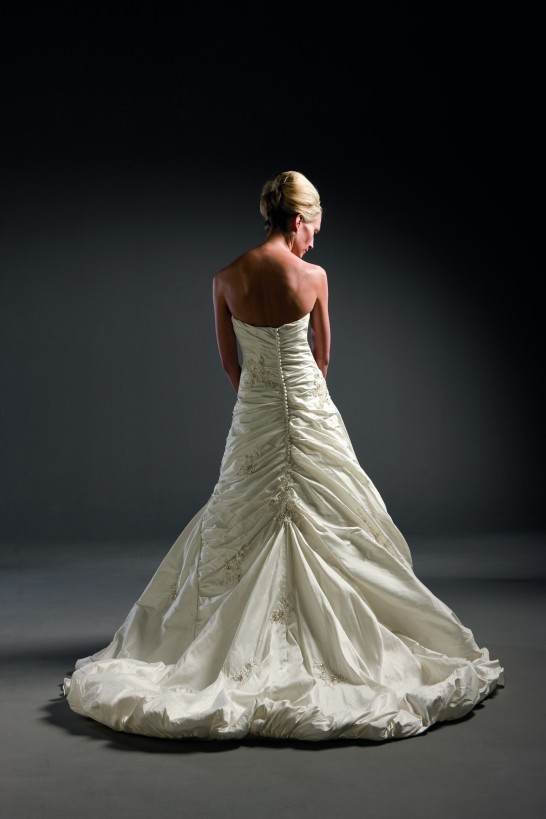 Justin alexander 4828 preowned wedding dress on sale 77 off for Wedding dress shops in dc