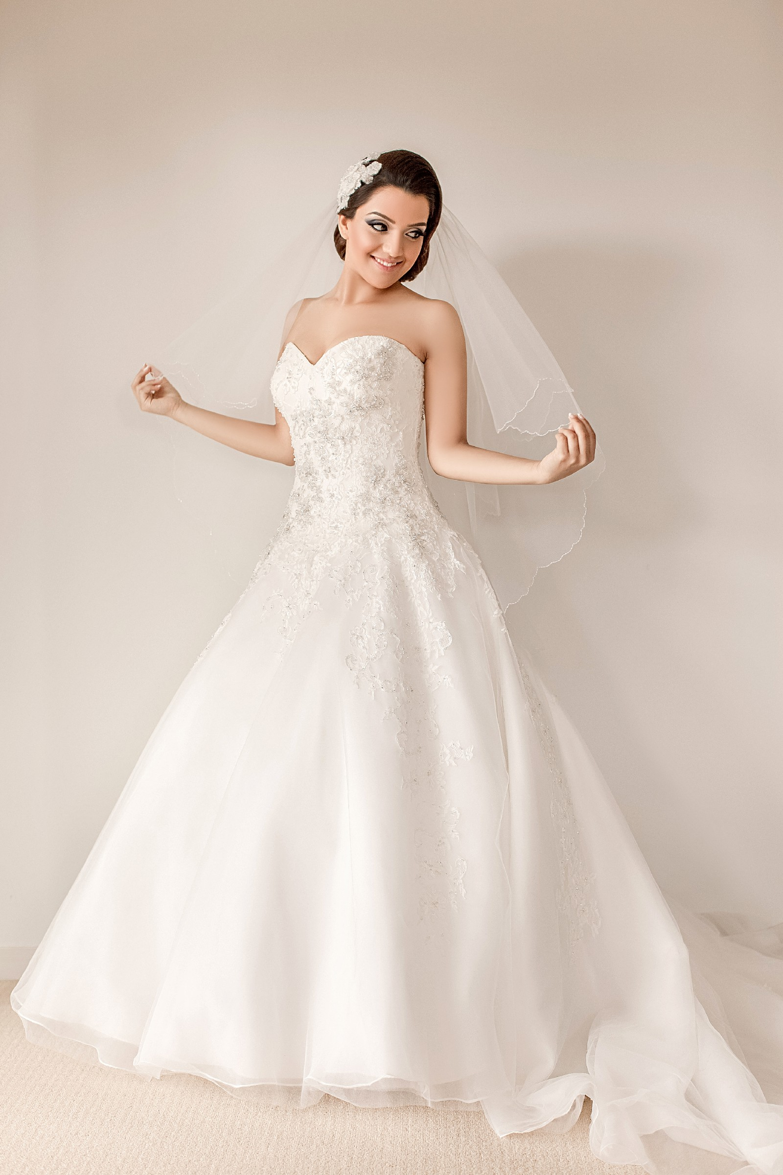 Roz la kelin harlow diamond collection 5659t second hand for Second hand wedding dresses london