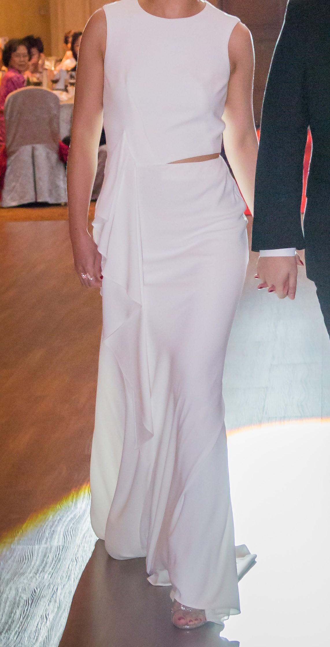 Alexander mcqueen wfo 414342 preowned wedding dress on for Alexander mcqueen wedding dresses price
