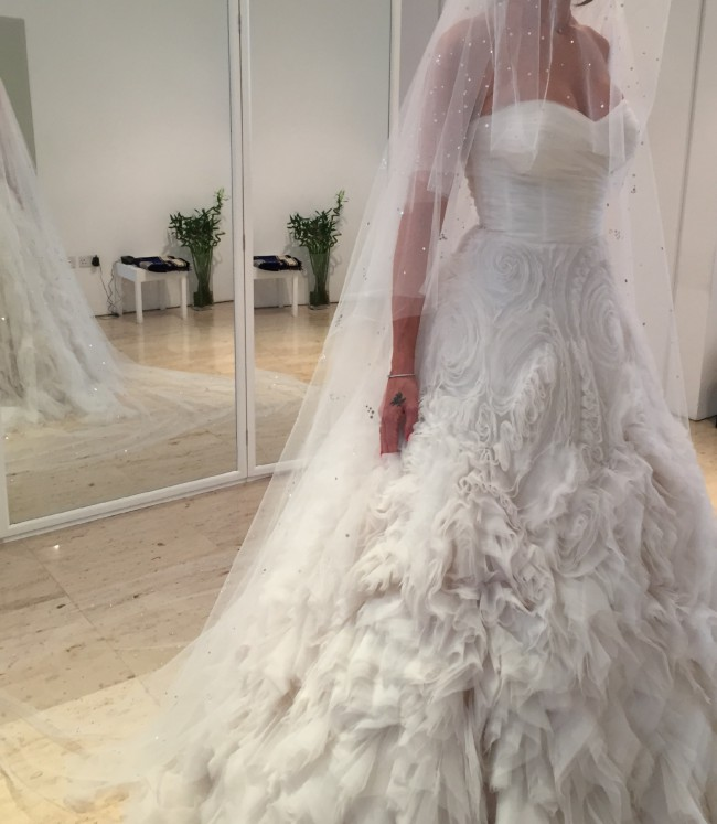 Used monique lhuillier wedding dress uk wedding dresses for Used wedding dresses kansas city