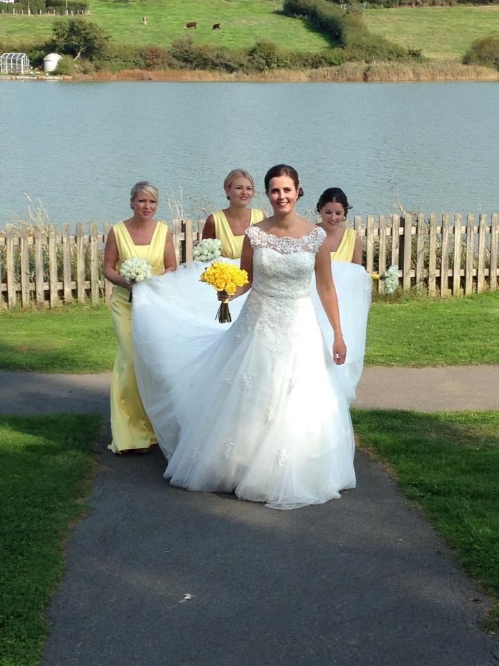 Benjamin roberts iris second hand wedding dress on sale 67 for Julian alexander wedding dresses
