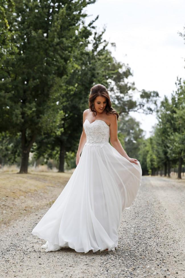 Wendy Sullivan Estelle Pre-Owned Wedding Dress on Sale 49% Off