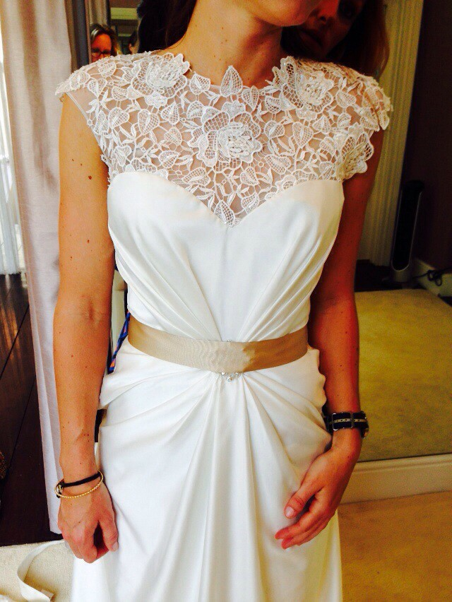 Hollywood dreams dhalia sample wedding dress on sale 67 off for Where can i sell my wedding dress locally