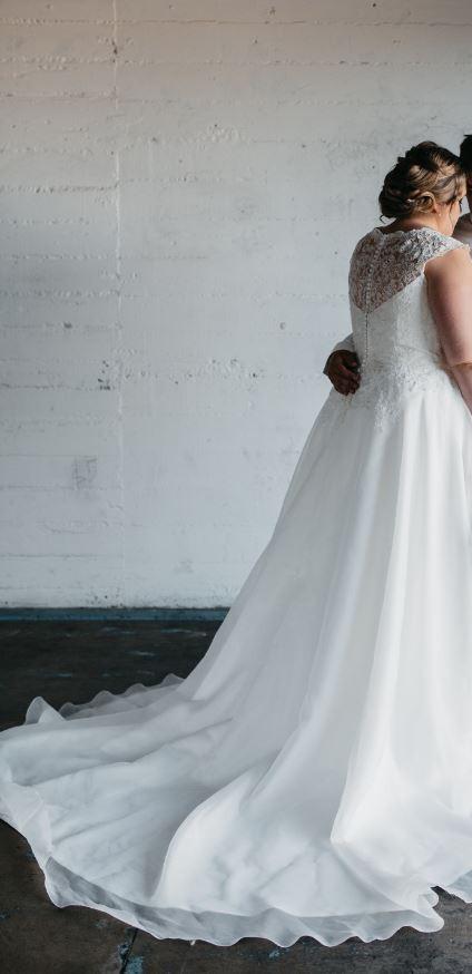Justin Alexander Sweetheart 3777 Used Wedding Dress on Sale 41% Off