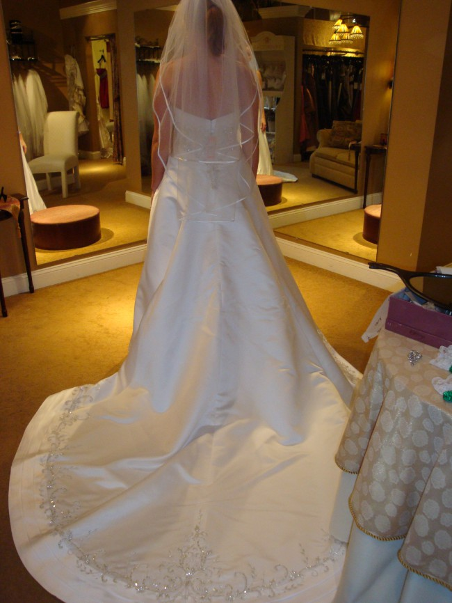 Alfred angelo new wedding dress on sale 85 off for Wedding dress shops st louis mo
