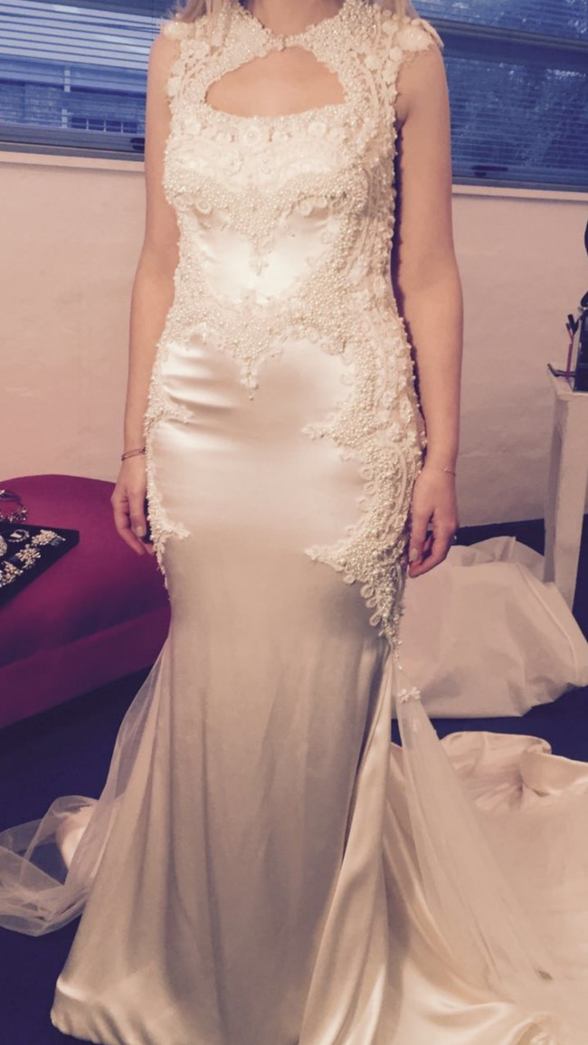 Rosalynn win haute couture sample wedding dress on sale 64 for Haute couture cost