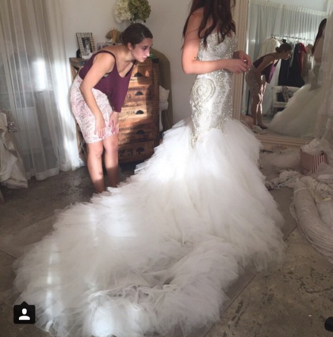 Leah da gloria mermaid style second hand wedding dress on for Leah da gloria wedding dress cost