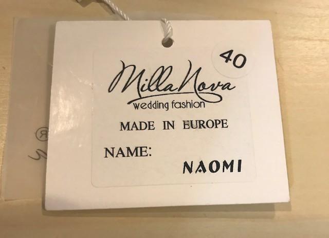 Milla Nova, Naomi