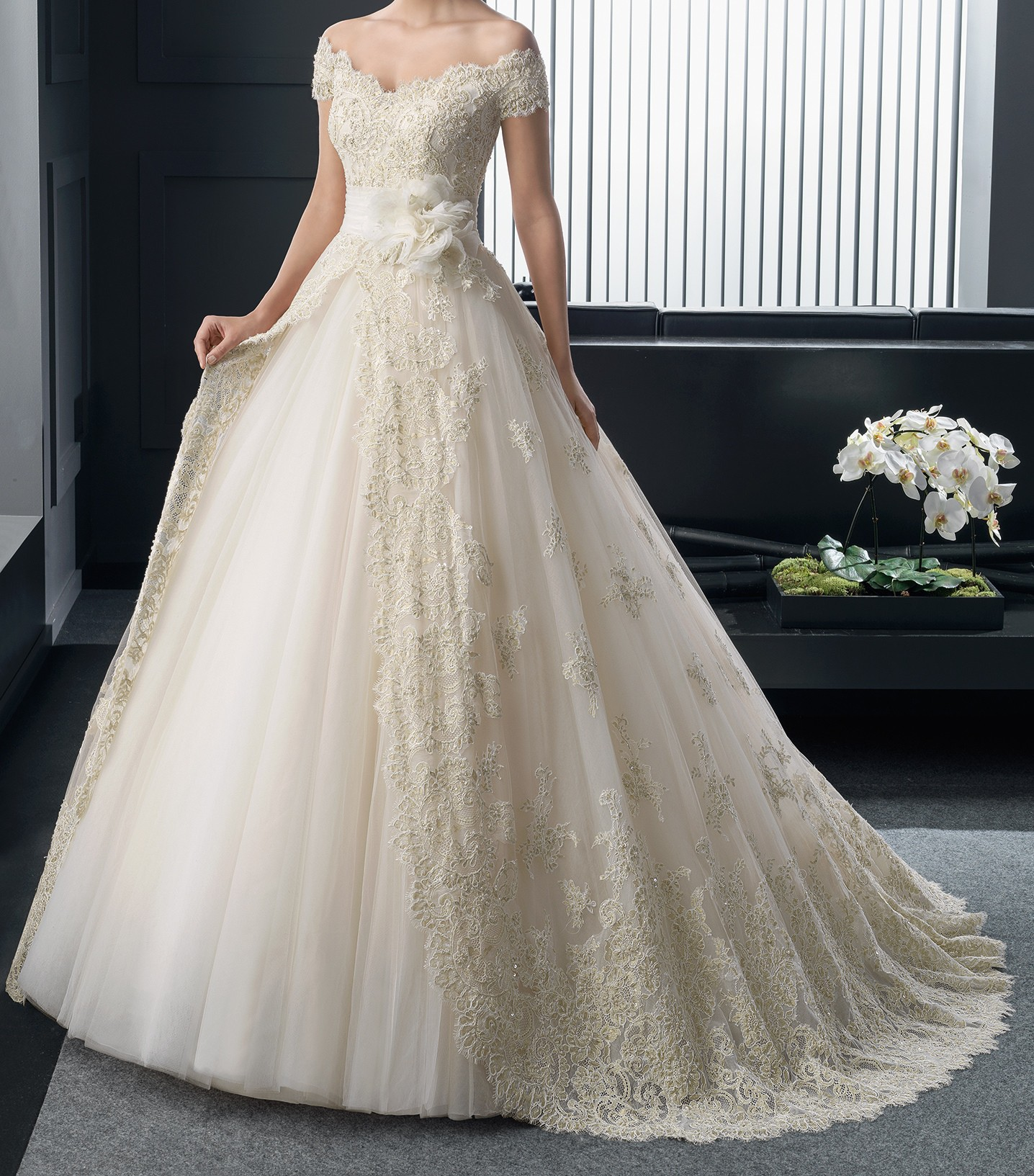 Second Hand Wedding Dresses: Ball Gown Second Hand Wedding Dress On Sale 74% Off