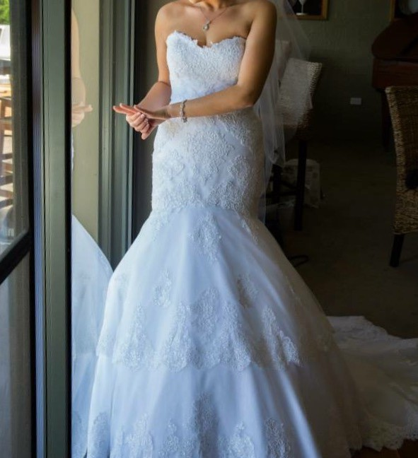 Pronovias Barquilla Pre-Owned Wedding Dress on Sale 84% Off