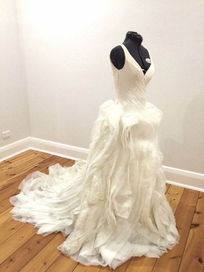 Vera wang vw351029 second hand wedding dress on sale 69 off for Second hand vera wang wedding dress