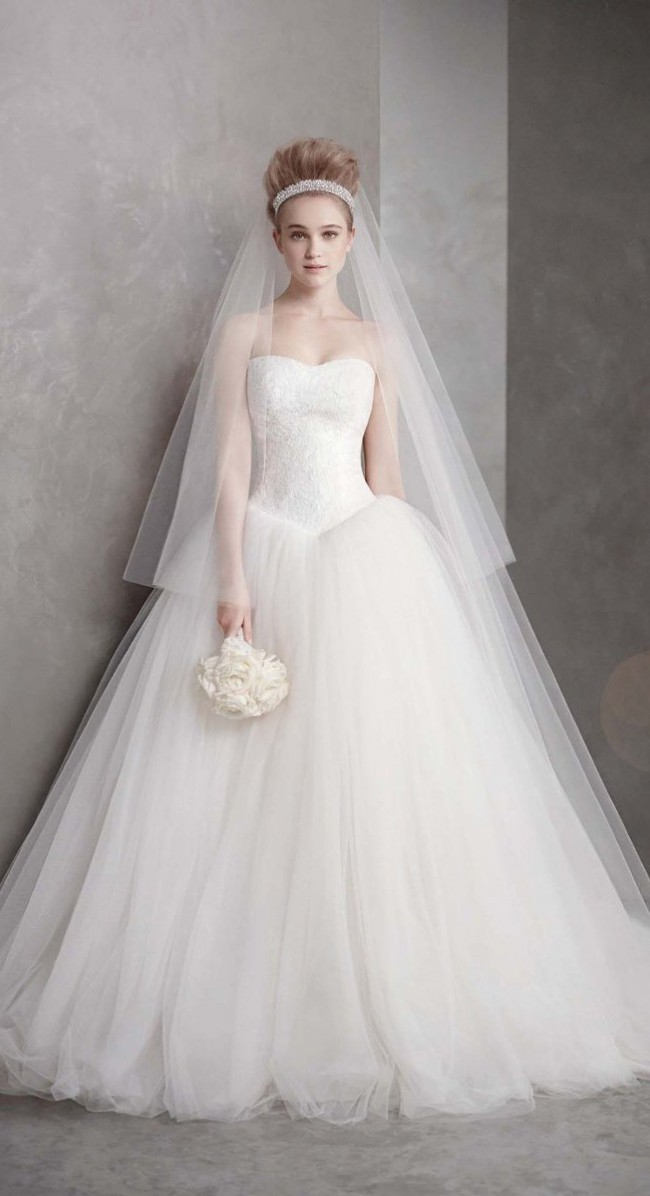 Vera Wang VW351135 Used Wedding Dress on Sale - Stillwhite