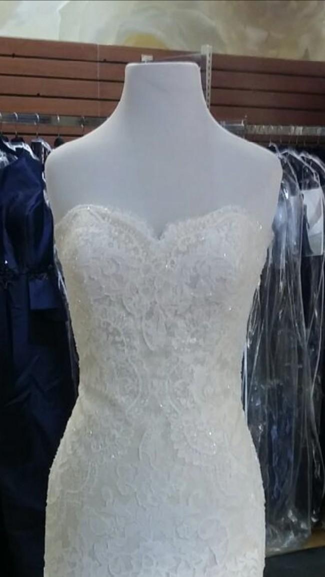 Pronovias Druida Off White/Beige Wedding Dress on Sale 19% Off
