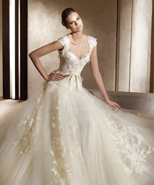 Elie Saab Aglaya Dress with Ardelia Veil New Wedding Dress on Sale ...