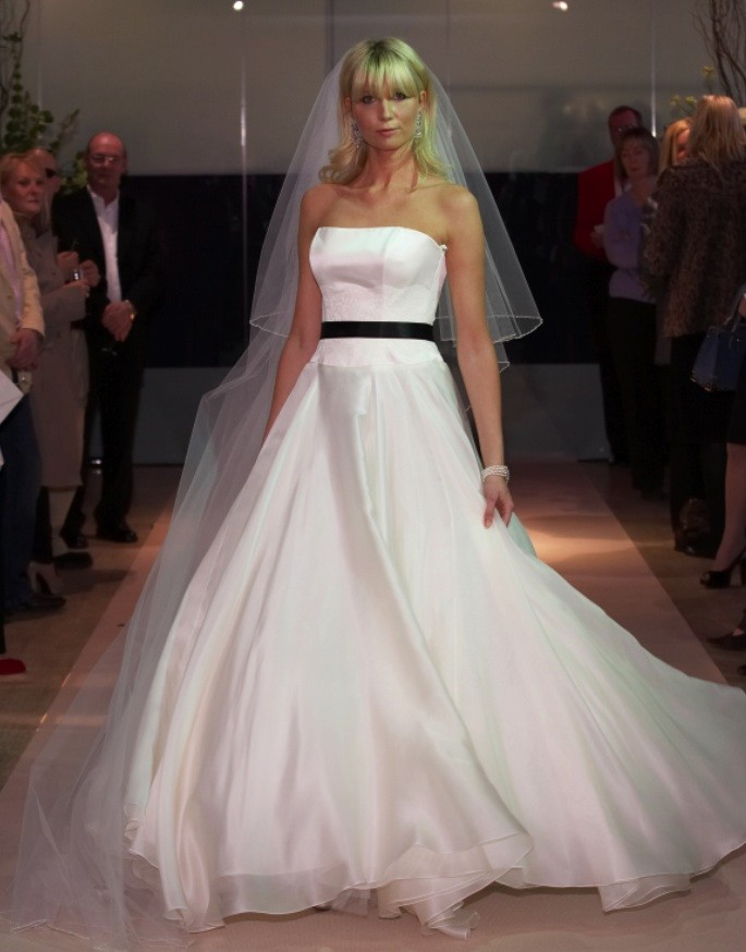 Caroline castigliano beauty second hand wedding dress on for Second hand wedding dresses san diego