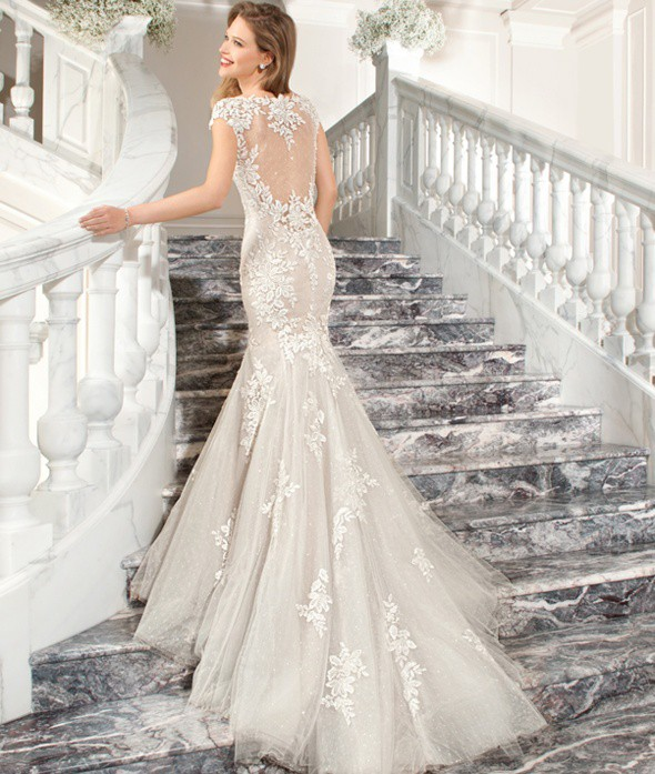 Demetrios Wedding Gowns: Demetrios C209 Preloved Wedding Dress On Sale 26% Off