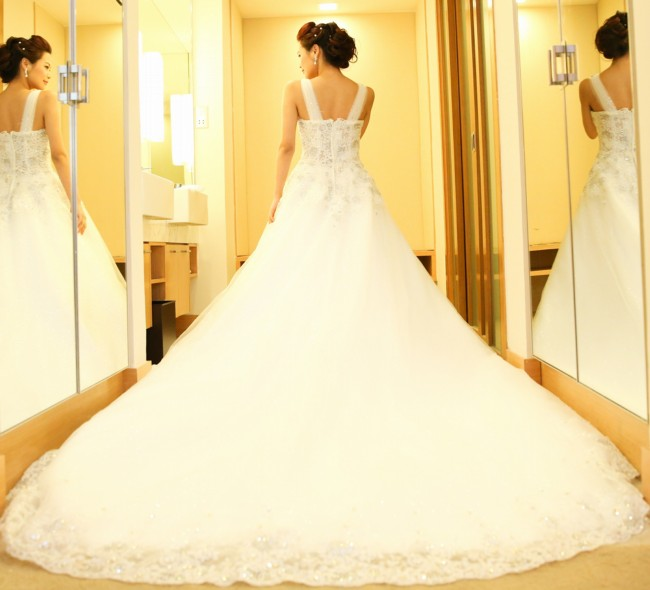 Ball gown second hand wedding dress on sale 70 off for Wedding dress shops in dc