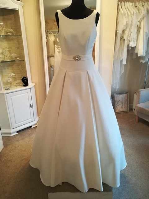 Phoenix Gowns Audrey New Wedding Dress on Sale 44% Off - Stillwhite