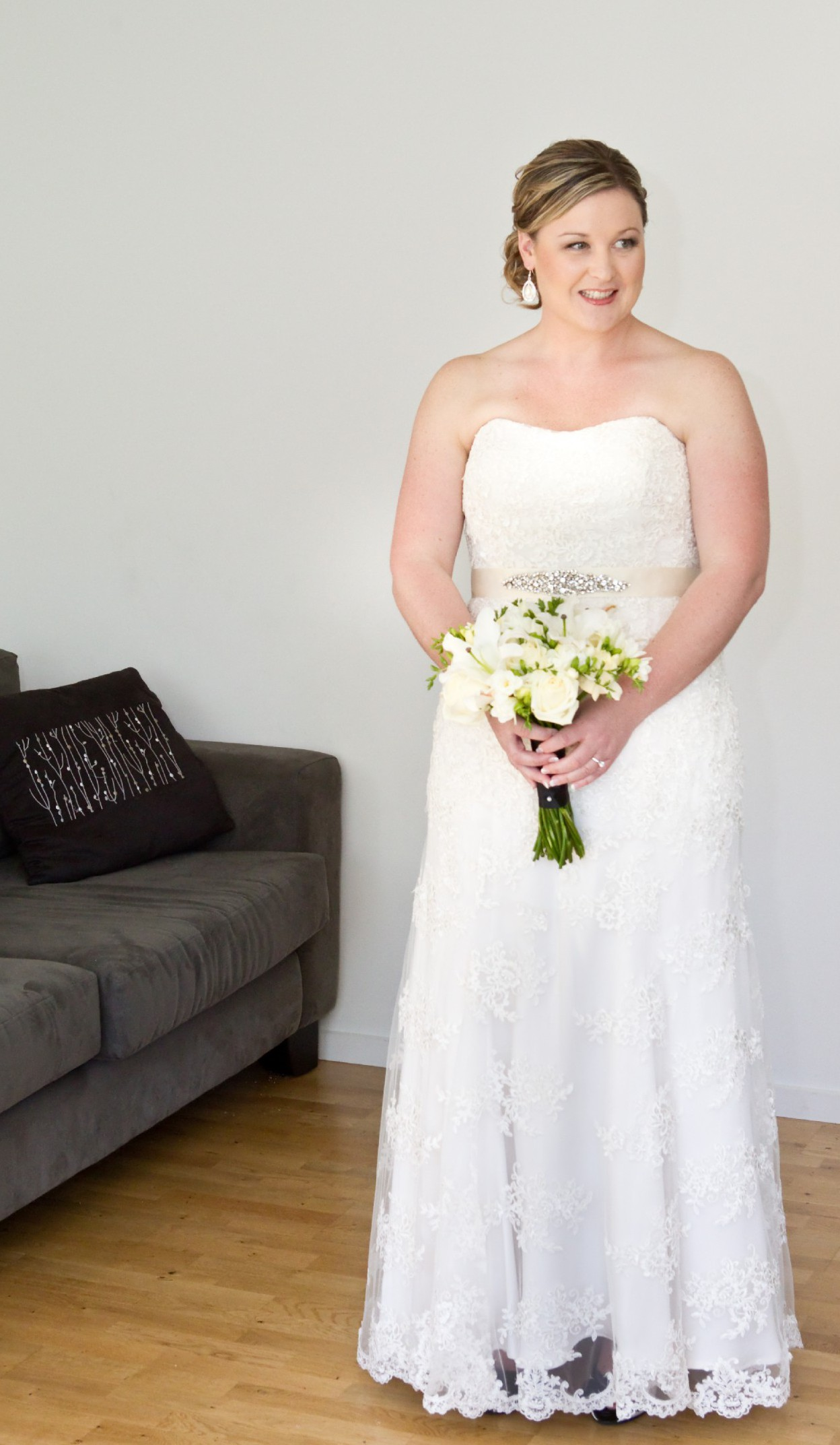 Jo sculli pre owned wedding dress on sale 55 off for Where can i sell my wedding dress locally