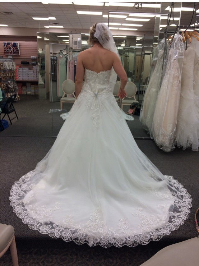 Ball gown new wedding dress on sale 28 off for Where can i sell my wedding dress locally